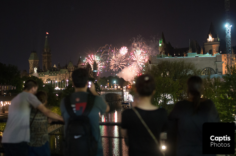 Fireworks set off by a team from Venezuela explode above Ottawa during the Sound of Light festival in Gatineau. The festival takes place from August 8th to 22nd and features pyrotechnic performances by teams from around the world. August 19, 2015<br /> Captis Photos/Brendan Montgomery