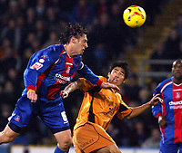 Photo: Chris Ratcliffe.<br />Crystal Palace v Wolverhampton Wanderers. Coca Cola Championship. 10/12/2005.<br />Tony Popovic (L) of Palace and Ki-Hyeon Seol battle for an aerial ball