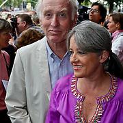 NLD/Amsterdam/20100801 - Inloop premiere musical Crazy Shopping, Fred Oster en partner Jennifer
