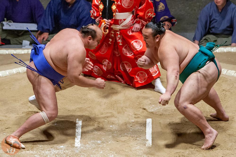 June 8, 2008; Los Angeles, California, USA; West Juryo #4 sumo wrestler Hakurozan Yuta (left) and West Maegashira #9 sumo wrestler Iwakiyama Ryuta (right) during the 2008 Grand Sumo Tournament at the Los Angeles Memorial Sports Arena.