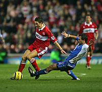 Fotball<br /> England 2004/2005<br /> Foto: SBI/Digitalsport<br /> NORWAY ONLY<br /> <br /> Middlesbrough v Blackburn Rovers, Barclays Premiership, Riverside Stadium, Middlesbrough 05/02/2005.<br /> <br /> Blackburn's Lucas Neill (R) tries to tackle Middlesbrough's Stewart Downing (L).