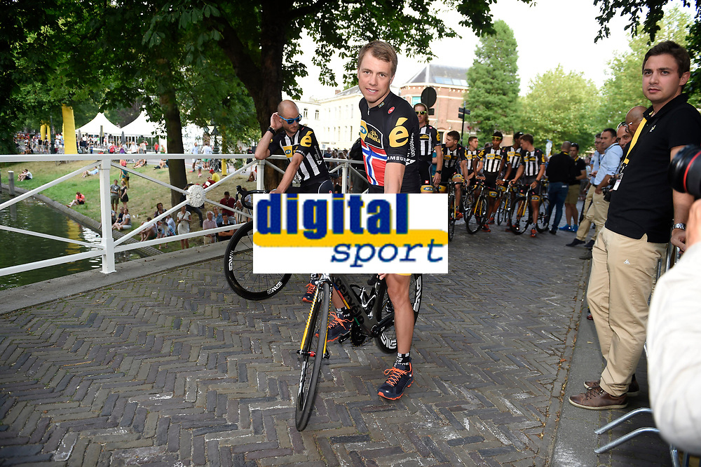 Sykkel<br /> Foto: PhotoNews/Digitalsport<br /> NORWAY ONLY<br /> <br /> BOASSON HAGEN Edvald of MTN - Qhubeka pictured during the team presentation opening ceremony on the Jaarbeursplein - Lepelenburg Park of Utrecht prior to the 102nd edition of the Tour de France 2015 with start in Utrecht and finish in Paris, France <br /> *** UTRECHT, NETHERLANDS - 2/07/2015