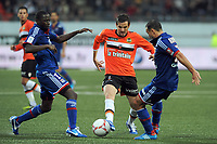 FOOTBALL - FRENCH CHAMPIONSHIP 2012/2013 - L1 - FC LORIENT v OLYMPIQUE LYONNAIS  - 7/10/2012 - PHOTO PASCAL ALLEE / DPPI - BENJAMIN CORGNET (FCL) / MOUHAMADOU DABO (L) AND STEED MALBRANQUE (R) (OL)