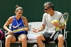 May 27, 2017 - Paris, Frankreich - Paris, 27.05.2017, Tennis - French Open 2017, Roberta Vinci (ITA, L) und Coach Francesco Cina (R) waehrend des Training  (Credit Image: © Pascal Muller/EQ Images via ZUMA Press)