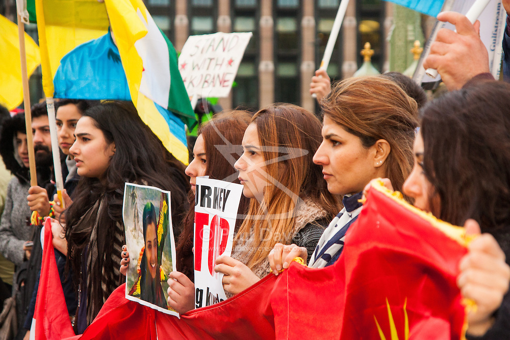 Westminster, October 9th 2014. British Kurds demonstrate on Westminster bridge in against ISIS and demand that the UK and Turkey assist them in defending themselves against the Jihadist movement.