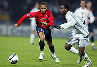 Fotball<br /> Frankrike 2004/05<br /> Lille v Bastia<br /> 16. oktober 2004<br /> Foto: Digitalsport<br /> NORWAY ONLY<br /> PETER ODEMWINGIE (LIL) / PASCAL CHIMBONDA (BAS)  *** Local Caption *** 40001376