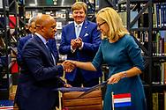 AMSTERDAM - Koning Willem-Alexander en de president van de republiek Kaapverdie, Jorge Carlos de Almeida Fonseca bezoeken het Scheepvaartsmuseum. Mou ondertekning door minister Sigrid Kaag van Buitenlandse Handel enOntwikkelingssamenwerking. De Kaapverdische president is in Nederland voor een tweedaags staatsbezoek. ANP ROYAL IMAGES ROBIN UTRECHT **NETHERLANDS ONLY**