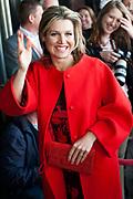 """Koningin Máxima bezoekt  in het Beatrix Theater in Utrecht de netwerkbijeenkomst 'Guts & Glory' van Vrouwen netwerk VNO-NCW West, VNO-NCW en MKB-Nederland. <br /> <br /> Queen Máxima visits at the Beatrix Theater in Utrecht networking """"Guts & Glory Women network VNO-NCW West, VNO-NCW and MKB-Netherlands.<br /> <br /> Op de foto / On the photo:  Aankomst Koningin Maxima / Arrival Queen Maxima"""