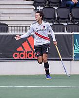 AMSTELVEEN - Valentijn Charbon (Amsterdam) tijdens de competitie hoofdklasse hockeywedstrijd heren, Amsterdam -Rotterdam (2-0) .  COPYRIGHT KOEN SUYK
