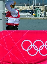05-08-2012 WATERSPORT: OLYMPISCHE SPELEN 2012 FINN MEDALRACE: WEYMOUTH<br /> Een balende Pieter-Jan Postma die een moment het goud in handen had maar uiteindelijk vierde in het algemeen klassement wordt<br /> ©2012-FotoHoogendoorn.nl