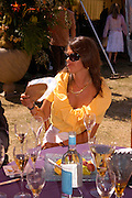 Tracey Emin. Veuve Clicquot Gold Cup Final at Cowdray Park. Midhurst. 17 July 2005. ONE TIME USE ONLY - DO NOT ARCHIVE  © Copyright Photograph by Dafydd Jones 66 Stockwell Park Rd. London SW9 0DA Tel 020 7733 0108 www.dafjones.com