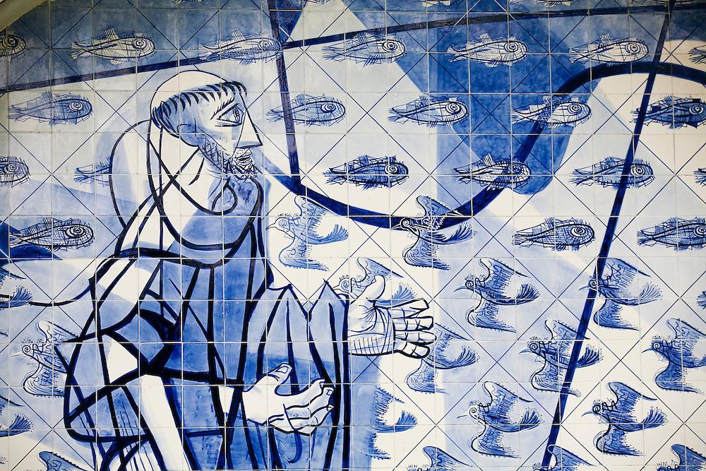 Belo Horizonte_MG, Brasil...Igreja Sao Francisco de Assis ou Igreja da Pampulha, projetada por Oscar Niemeyer e com painel de azulejos de Candido Portinari. Essa igreja faz parte do conjunto arquitetonico da Pampulha em Belo Horizonte, Minas Gerais...Sao Francisco of Assis church or Pampulha church, designed by Oscar Niemeyer and tile panel designed by Candido Portinari. This church is part of Pampulha architectural complex in Belo Horizonte, Minas Gerais...Foto: JOAO MARCOS ROSA / NITRO