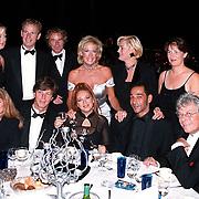 Premiere Dinnershow 2000, tafel met Joke Bruys, Boris Bayer, Viviuanne Boelen, Hennie Miltenburg, Sylvia Millecam, Nol Willemsen, Cor Bakker,