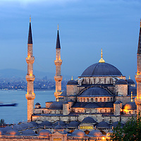 Istanbul, Turkey 5 May 2006<br /> Sultanahmet mosque during the sunset.<br /> The Blue Mosque was built from 1610-1619 under Sultan Ahmed I.<br /> Photo: Ezequiel Scagnetti