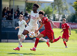 LIVERPOOL, ENGLAND - Wednesday, September 15, 2021: Liverpool's Kaide Gordon (R) and AC Milan's Nosa Edward Obaretin during the UEFA Youth League Group B Matchday 1 game between Liverpool FC Under19's and AC Milan Under 19's at the Liverpool Academy. Liverpool won 1-0. (Pic by David Rawcliffe/Propaganda)
