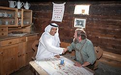 THEMENBILD, Arabische Gäste bei einem Ausflug auf die Fürthermoar Alm bei den Hochgebirgsstauseen Kaprun, ein Araber mit einem Wirt in einer Almstube. Jedes Jahr besuchen mehrere Tausend Gäste aus dem arabischen Raum die Urlaubsregion im Salzburger Pinzgau, aufgenommen am 29.08.2013 in Kaprun, Österreich // Arab guests at a trip to the Fuerthermoar Alm at the Kaprun Alpine Reservoirs. Every year thousands of guests from Arab countries takes their holiday in Zell am See - Kaprun Region, Kaprun, Austria on 2013/08/29. EXPA Pictures © 2013, PhotoCredit: EXPA/ JFK