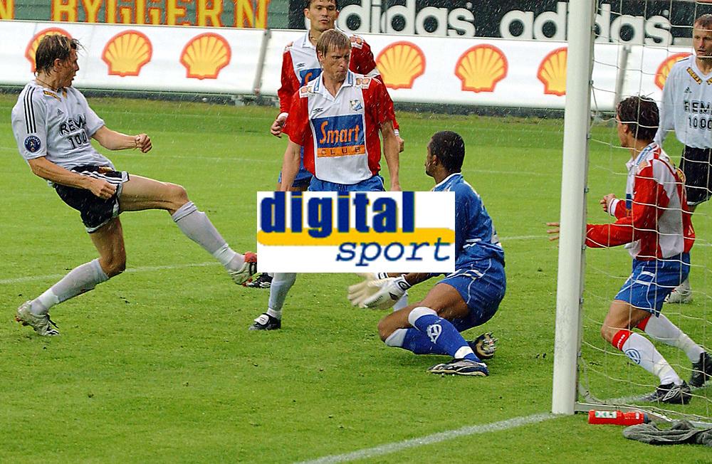 Fotball, 23. juli 2003, NM, If-cup, Rosenborg - Lyn 5-0, Frode Johnsen scorer til 1-0 etter ca. 12 minutter av 1. omgang<br /> <br /> Foto: Carl-Erik Eriksson, Digitalsport