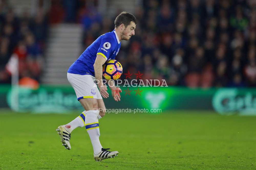 SOUTHAMPTON, ENGLAND - Saturday, November 19, 2016: Everton's Leighton Baines in action against Southampton during the FA Premier League match at St. Mary's Stadium. (Pic by David Rawcliffe/Propaganda)
