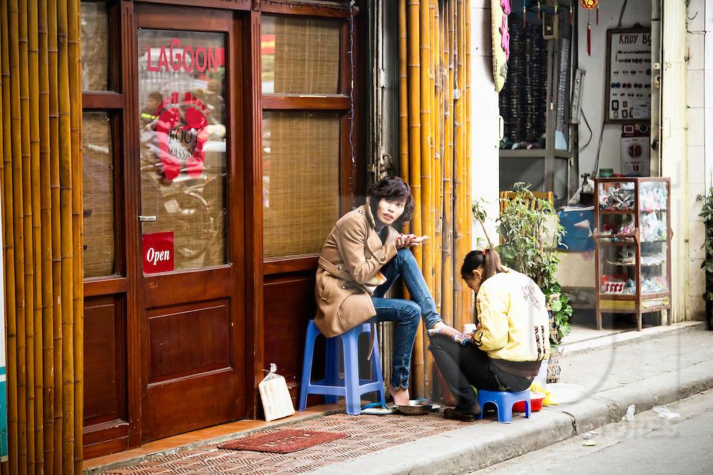Pedicure along Au Trieu street, Hanoi, Vietnam, Southeast Asia