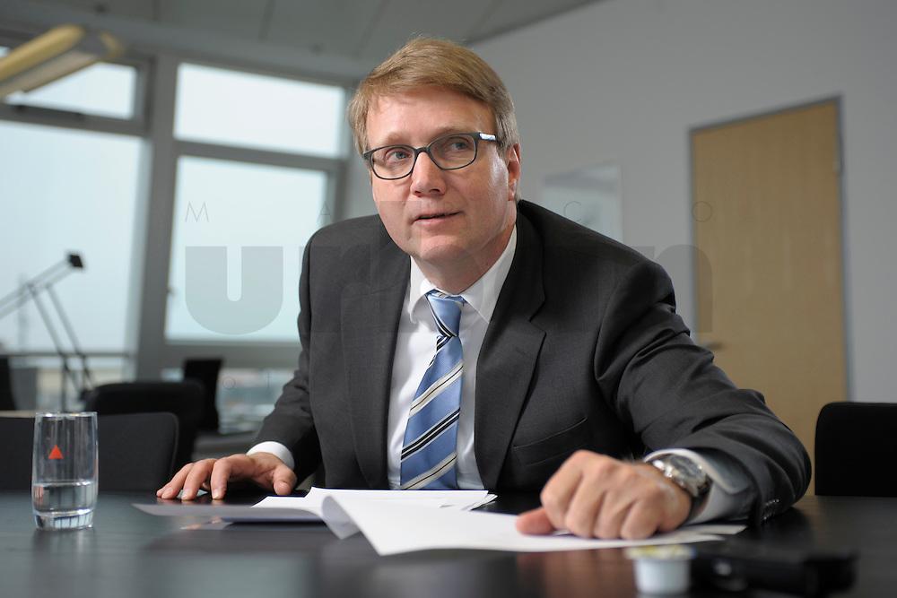 03 JAN 2008, BERLIN/GERMANY:<br /> Ronald Pofalla, CDU Generalsekretaer, waehrend einem Interview, in seinem Buero, Konrad-Adenauer-Haus<br /> IMAGE: 20080103-01-015