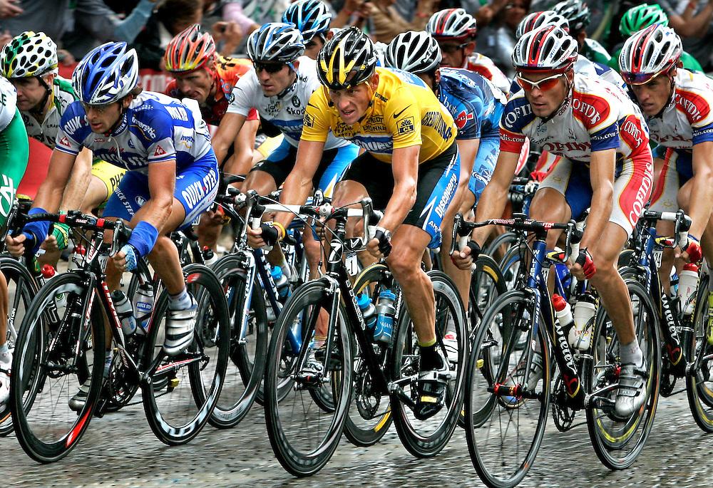 France, Paris, 2005.<br /> Cycling, Tour de France.<br /> Lance Armstrong at his last Tour de France in one of his last laps on the Champs-Élysées.<br /> Photo: Klaas Jan van der Weij