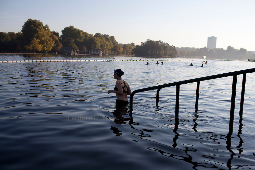 Sco0034630 .  Daily Telegraph..Swimmers at the Serpentine Swimming Club in Hyde Park enjoy the unseasonably warm weather in what is now the hottest October since records began..London 2 October 2011