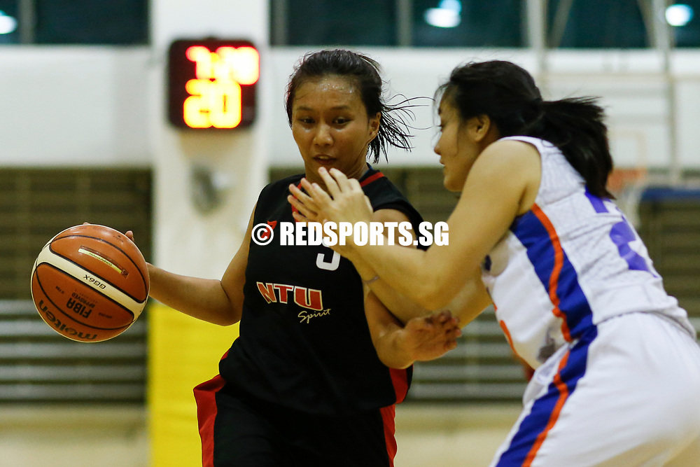 Shermaine See (#5) of Nanyang Technological University drives against (#29) of National University of Singapore. (Photo © Lim Yong Teck/Red Sports)