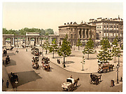 Stunning Old photochrome prints turn back the clock in London <br /><br />colourised postcards from the Victorian era,  postcards were made using photochrom - a method of producing colourised photos from negatives<br /><br />Photo shows: Hyde Park Corner, England, between 1890 and 1900<br />©Library of Congress/Exclusivepix Media