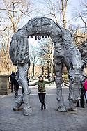 NEW YORK  2020V10<br /> <br /> Ellinor poserar vid entren till Central Park.<br /> <br /> Foto: Per Danielsson/Projekt.P