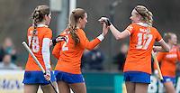 BLOEMENDAAL - Eline Florie, Lara Dell'Anna  en Josien Galama van Bloemendaal vieren een doelpunt tijdens de overgangsklasse competitiewedstrijd hockey tussen de vrouwen van Bloemendaal en Zwolle (2-0). COPYRIGHT KOEN SUYK