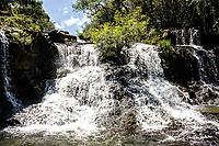 Cachoeira no Rio Três Voltas. Campo Erê, Santa Catarina, Brasil. / <br /> Waterfall at Três Voltas River. Campo Erê, Santa Catarina, Brazil.