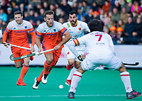ROTTERDAM - Jeroen Hertzberger (NED) aan de bal met links Roel Bovendeert (NED) en rechts Miguel Delas (Spain)   tijdens de Pro League hockeywedstrijd heren, Nederland-Spanje (4-0). ANP KOEN SUYK