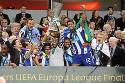 18-05-2011 VOETBAL: EUROPA LEAGUE FINAL FC PORTO - CLUBE DE BRAGA: DUBLIN<br /> PILKARZE PORTO  FALCAO  HELTON  FERNANDO  HULK  PAWEL KIESZEK<br /> *** NETHERLANDS ONLY***<br /> ©2011-FotoHoogendoorn.nl/ EXPA/Newspix/ Piotr Kucza