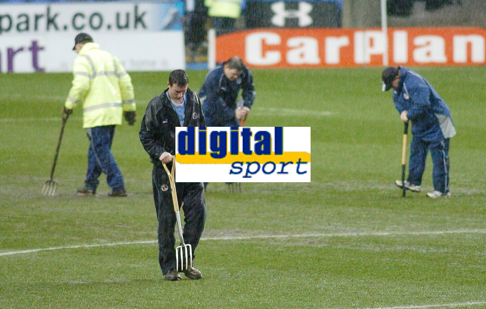Photo: Gareth Davies.<br />Reading v Burnley FC. The FA Cup. 06/01/2007.<br />Reading's groundsmen try their best to keep the game on.
