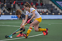 AMSTELVEEN - Marloes Keetels (DenBosch) met Sosha Benninga (Adam) tijdens de halve finale wedstrijd dames EURO HOCKEY LEAGUE (EHL),  Amsterdam-HC Den Bosch. (1-1) Den Bosch wint shoot outs en plaats zich voor de finale.  COPYRIGHT  KOEN SUYK