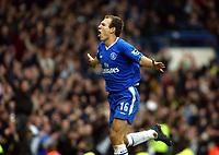 Fotball<br /> England 2004/2005<br /> Foto: SBI/Digitalsport<br /> NORWAY ONLY<br /> <br /> 04.12.2004<br /> <br /> Chelsea v Newcastle United<br /> Barclays Premiership<br /> <br /> Arjen Robben celebrates Chelsea's third goal in style