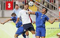 v.l. Francesco Totti, Clint Dempsey, Luca Toni Italien<br /> Fussball WM 2006 Italien - USA<br /> Italia - USA<br /> Norway only