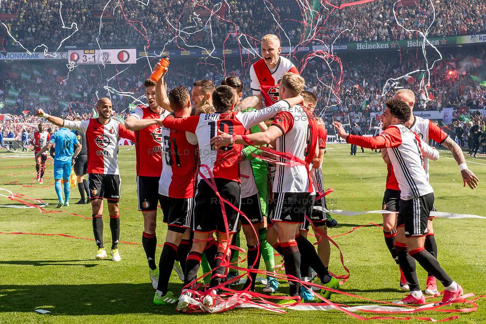 14-05-2017 NED: Kampioenswedstrijd Feyenoord - Heracles Almelo, Rotterdam<br /> In een uitverkochte Kuip pakt Feyenoord met een 3-0 overwinning het landskampioenschap. Spelers van Feyenoord vieren het kampioenschap.