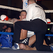 Freefightgala 2004 Hilversum, J.Jacobs (zwart\grijze broek) - Karel Stuivenberg, Jacobs KO op de grond met scheidsrechter