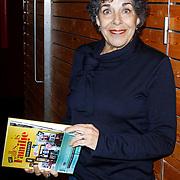 NLD/Amsterdam/20121029 - Boekpesentatie 'Het alles is Familie Kookboek', Hanneke Groenteman met het kookboek