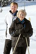 Fotosessie met de koninklijke familie in Lech /// Photoshoot with the Dutch royal family in Lech .<br /> <br /> Op de foto / On the photo:  Prins Willem Alexander met Koningin Beatrix /////  Crown Prince Willem Alexander with Queen Beatrix