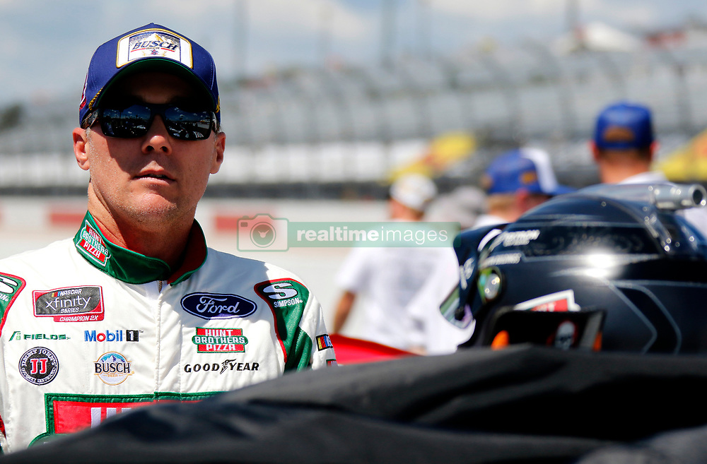 September 1, 2018 - Darlington, SC, U.S. - DARLINGTON, SC - SEPTEMBER 01: Kevin Harvick, Biagi-DenBeste Racing Ford Hunt Brothers Pizza Throwback (98) during the running of the 36th annual Sport Clips Haircuts VFW 200 on Saturday September 1, 2018 at Darlington Raceway in Darlington South Carolina (Photo by Jeff Robinson/Icon Sportswire) (Credit Image: © Jeff Robinson/Icon SMI via ZUMA Press)