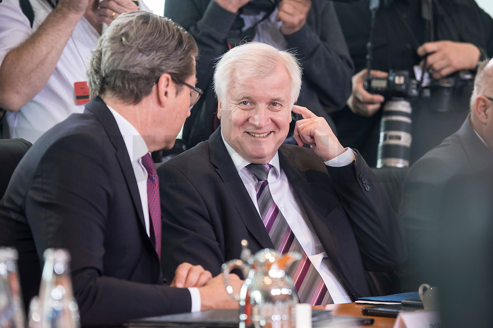20 JUN 2018, BERLIN/GERMANY:<br /> Andreas Scheuer (L), CSU, Bundesverkehrsminister, Horst Seehofer (R), CSU, Bundesinnenminister, vor Beginn der Kabinettsitzung, Bundeskanzleramt<br /> IMAGE: 20180620-01-022<br /> KEYWORDS: Kabinett, Sitzung