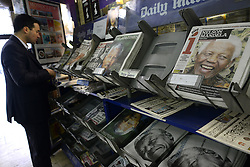 © Licensed to London News Pictures.06/12/2013. London, UK. Death of Nelson Mandela is reported on the front pages of British newspapers in a newsstand, London.Photo credit : Peter Kollanyi/LNP