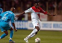 Fotball<br /> Frankrike 2003/04<br /> Monaco v Olympique Marseille<br /> 9. mai 2004<br /> Foto: Digitalsport<br /> NORWAY ONLY<br /> <br /> SHABANI NONDA (MON) / MANUEL DOS SANTOS (OM)