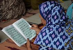 June 10, 2017 - Lahore, Punjab, Pakistan - Pakistani faithful Muslim worshipers offer second Friday prayer at the Historical Badshahi mosque during holy fasting month of Ramzan-ul-mubarak. (Credit Image: © Rana Sajid Hussain/Pacific Press via ZUMA Wire)