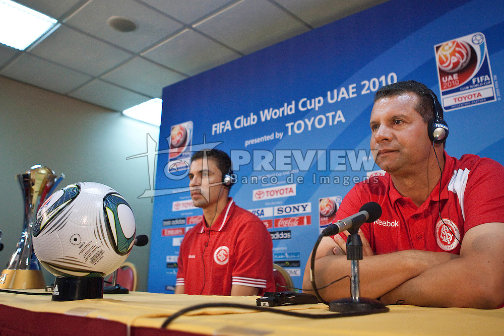 Coletiva de imprensa com o técnico Celso Roth e o capitão Bolivar da equipe do S.C. Internacional no media center do Zayed Sports City. O S.C. Internacional participa de 8 a 18 de dezembro do Mundial de Clubes da FIFA, em Abu Dhabi. FOTO: Jefferson Bernardes/Preview.com