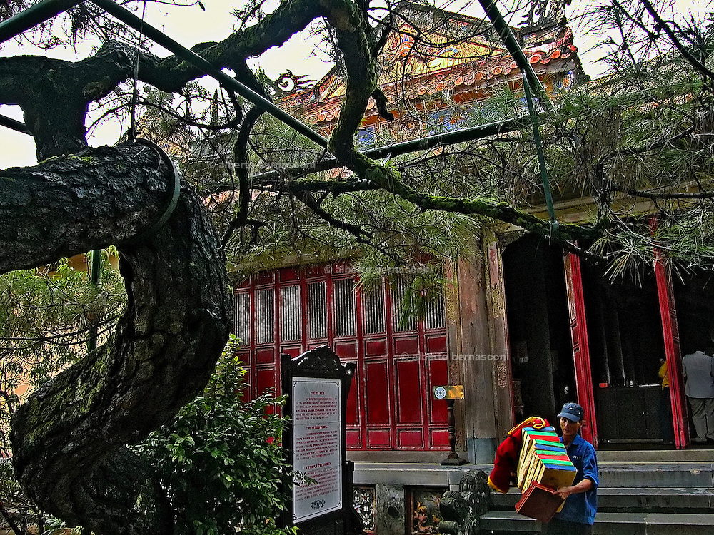 Vietnam, Hué: inside the imperial town.