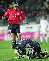 Fotball<br /> Play off VM 2006<br /> Tsjekkia v Norge <br /> Czech Republic v Norway<br /> 16.11.2005<br /> Foto: Morten Olsen, Digitalsport<br /> <br /> Peter Cech saves from John Carew