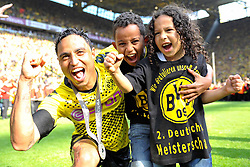 14.05.2011, Signal Iduna Park, Dortmund, GER, 1.FBL, Borussia Dortmund vs Eintracht Frankfurt, im Bild Antonio da Silva (Dortmund #32) und seine Kids //  during the German 1.Liga Football Match,  Borussia Dortmund vs Eintracht Frankfurt, at the Signal Iduna Park, Dortmund, 14/05/2011 . EXPA Pictures © 2011, PhotoCredit: EXPA/ nph/  Conny Kurth       ****** out of GER / SWE / CRO  / BEL ******